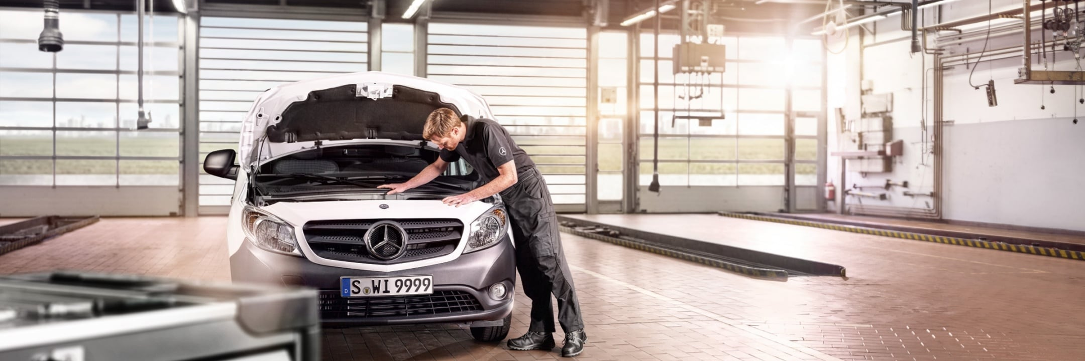 Mercedes-Benz Service and GenuineParts for commercial and private customers